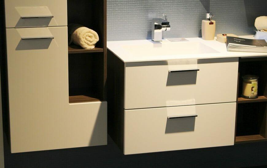 4 Bathroom Cabinet Solutions for Maximum Storage