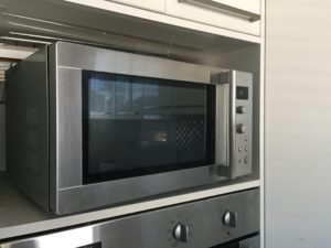 The pros and cons of microwaves