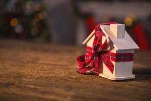 10 Christmas gifts for the home under $200